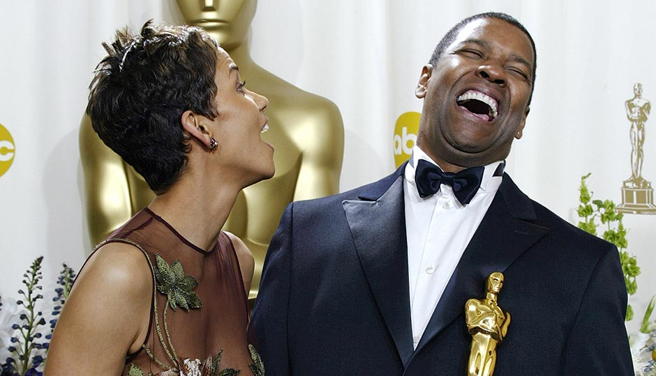 Halle Berry and Denzel Washington with their Oscars in 2002. (Doug Mills/AP)