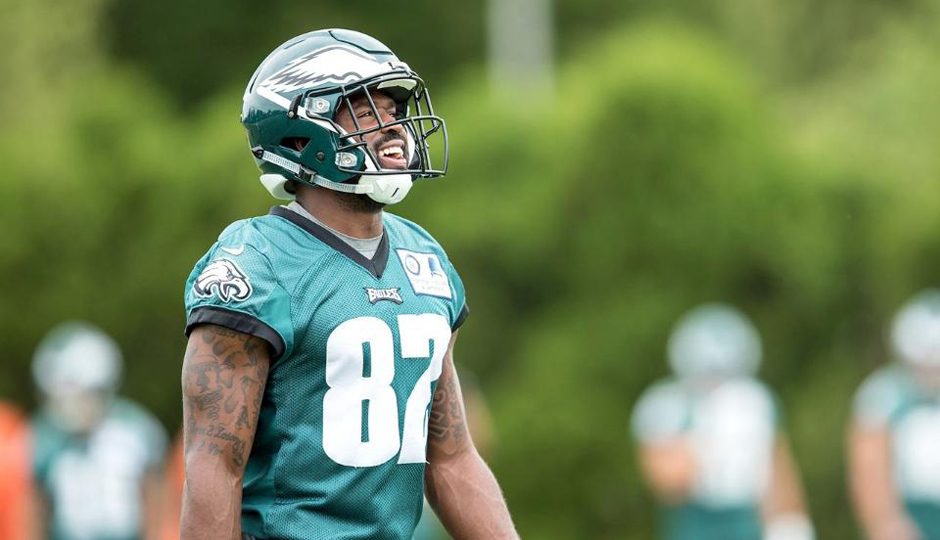 lowest price bdb25 cdd4c WATCH: Torrey Smith Playing With His Kids at Eagles Training ...