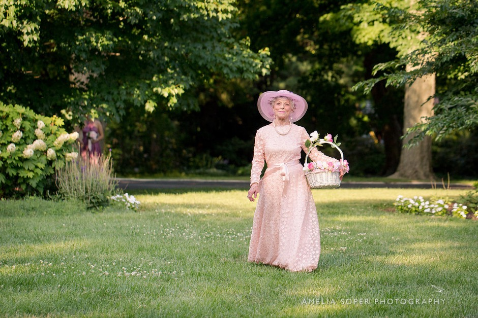 aefaf2d4fc3 This 91-Year-Old Flower Girl is Giving Us Life