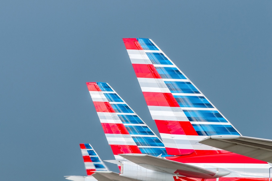 Scheduling glitch leaves American Airlines scrambling to find pilots for holiday flights