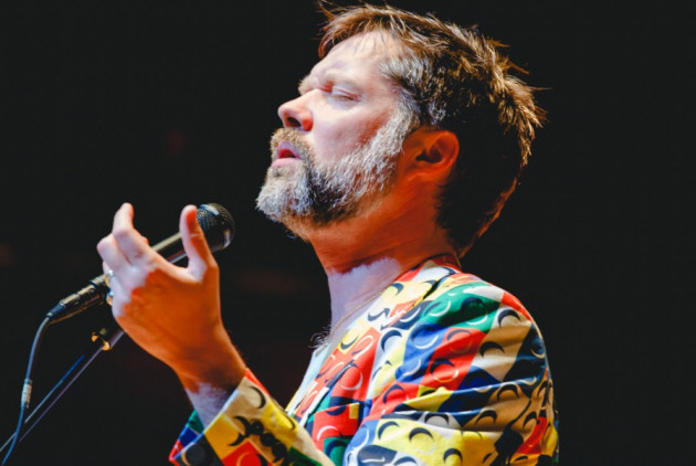 """Rufus Wainwright Gets """"Human"""" With Philly Pops at the Kimmel Center"""