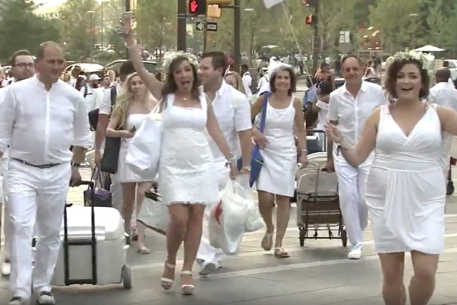 Diner en Blanc Returns to Dilworth Park a1bf357dd
