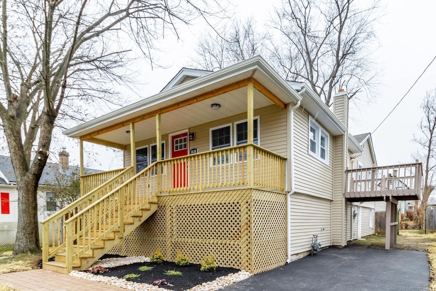 House for Sale: Elevated Cottage in Crestmont